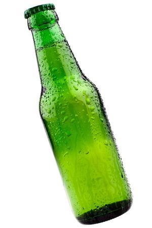 La Botella Perfect fría cerveza verde, completamente aislado en blanco Foto de archivo