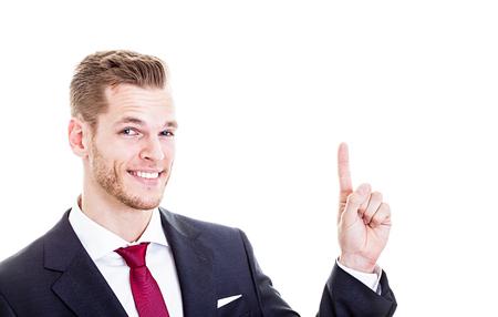 dedo indice: joven y apuesto hombre de negocios que apunta hacia arriba con el dedo Foto de archivo