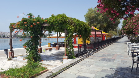 Downtown Patio Aside a City River in Europe/Mediterranean/Greece Stockfoto