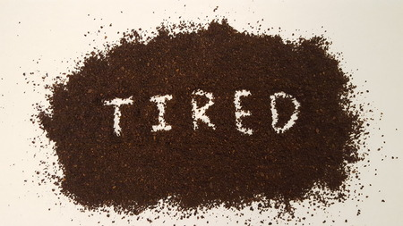 Tired Spelled Out in Ground Coffee/Coffee Grinds Stockfoto
