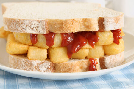 comfort food: Chip Butty patatine fritte comfort food o patatine fritte in un panino Archivio Fotografico