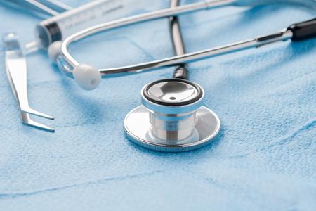 instrumental medico: un estetoscopio m�dico de atenci�n m�dica o cl�nica concepto de bienestar Foto de archivo