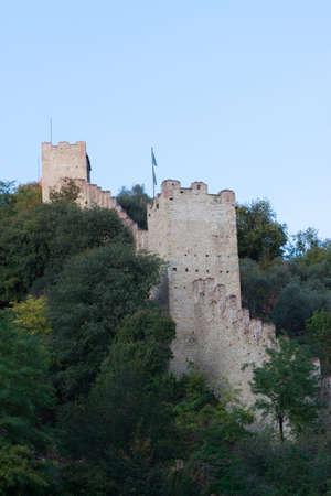 védekező: defensive wall, castle of Marostica, Italy