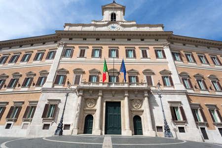 Palazzo Montecitorio is een gebouw in Rome, waar de zetel van de Kamer van Afgevaardigden van de Italiaanse Republiek. Stockfoto