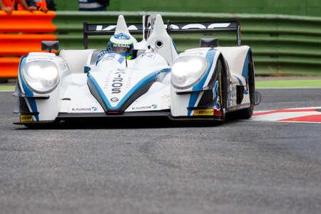 chicharrones: Imola, Italia 16 de mayo 2015: Gibson 015S Nissan de Greaves, equipo Motorsport, conducido por Johnny Mowlem en acci�n durante el Le Mans Series europea - 4 Horas de Imola Autodromo Dino Ferrari Enzo el 16 de mayo, 2015, en Imola, Italia.