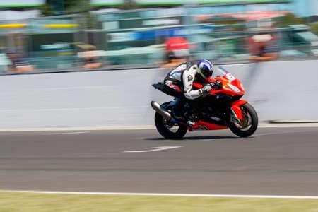 Misano Adriatico, Italië - 21 juni 2015: BMW S1000RR van Motos Vionnet Team, gedreven door VIONNET Eric in actie tijdens de Superstock 1000 race tijdens de FIM Superstock 1000 - race op Misano World Circuit op 21 juni 2015 in Misano Adriatico, Italië
