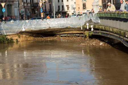 New emergency dikes to stem the flood of the river Bacchiglione