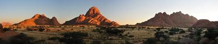 ナミビアのスピツコッペの 3 つの写真からパノラマ