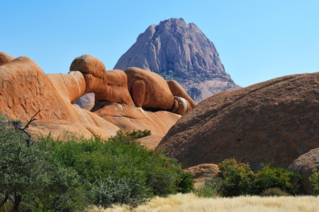 The Bridge, a natural arch at Spitzkoppe, Namibia Imagens