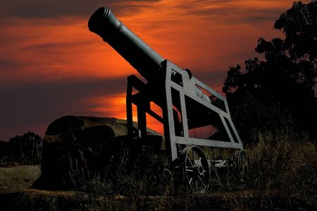 land use: Cannone navale modificato per l'uso del territorio Archivio Fotografico