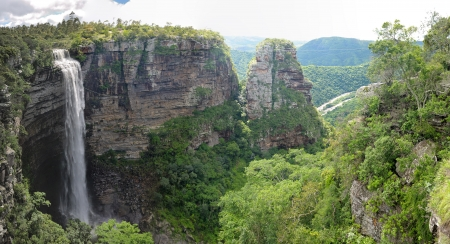 Lehr s falls in the Oribi Gorge  Location for bungee jump, abseiling, swinging