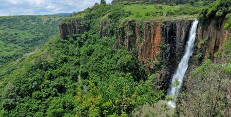 ハウィック滝、南アフリカのクワズール ・ ナタール州 Stitched 5 別の写真からパノラマ