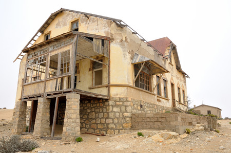 luderitz: Ruin of a house at Kolmanskop near Luderitz in Namibia Stock Photo