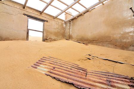 luderitz: Ruin of a building at Kolmanskop near Luderitz in Namibia Stock Photo