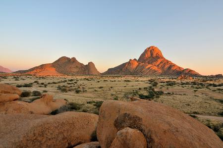 ナミビアであるスピツコッペ山の早朝 写真素材