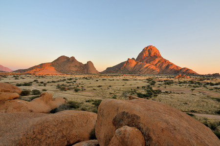 Early morning at the Spitzkoppe in Namibia Reklamní fotografie - 31730055