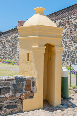 cape of good hope: Guard hut in front of the Castle of Good Hope in Cape Town. Built by the Dutch East India Company between 1666 and 1679 and is the oldest existing colonial building in South Africa. Editorial