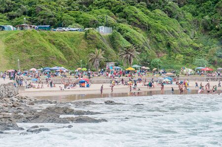 suid: GEORGE, SOUTH AFRICA - JANUARY 3, 2015: Unidentified people at the beach at Victoria Bay
