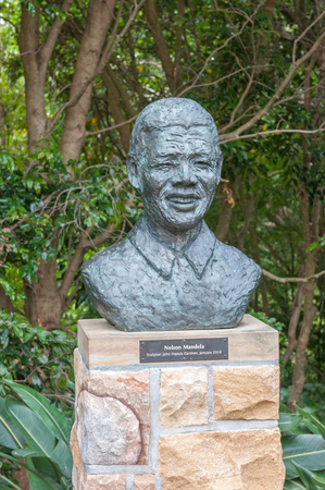 newlands: CAPE TOWN, SOUTH AFRICA - DECEMBER 9, 2014: Sculpture of Nelson Mandela in the Kirstenbosch Botanical Gardens