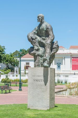 smuts: CAPE TOWN SOUTH AFRICA  DECEMBER 18 2014:  Statue in the Company Gardens of Jan Christiaan Smuts a former  prime minister of the Union of South Africa Editorial