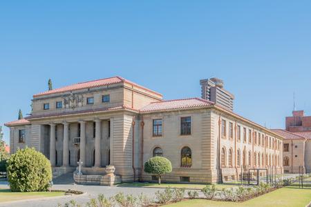 ブルームフォンテーン、南アフリカ共和国の控訴裁判所は、1929 年に完了しました。ブルームフォンテーンは南アフリカの司法首都です。後ろに、28