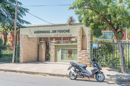 sunshine state: BLOEMFONTEIN, SOUTH AFRICA, NOVEMBER 12, 2015: The Jim Fouche Secondary School in Gardenia Park, a suburb of Bloemfontein, the capital of the Free State Province