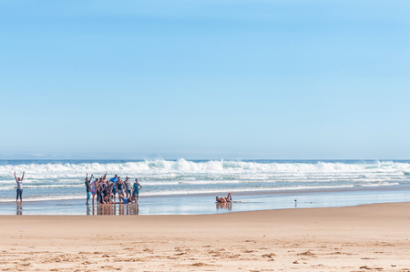 natures: NATURES VALLEY, SOUTH AFRICA - MARCH 2, 2016: Unidentified visitors taking a group photo on a beach in the small town of Natures Valley