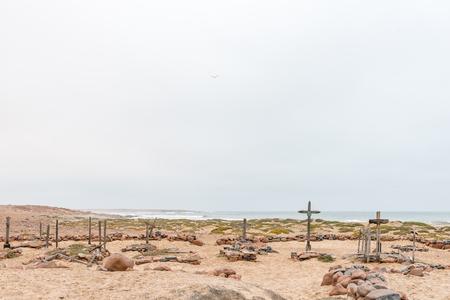 나미비아의 해골 연안에있는 케이프 크로스의 역사적인 cemetry