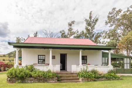 DUNDEE, SOUTH AFRICA - MARCH 21, 2018: The Miners Rest, a restaurant in an historic cottage relocated from the Ballengeich Colliery, at the Talana museum in Dundee Standard-Bild - 104320675
