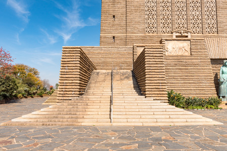 PRETORIA, SOUTH AFRICA, JULY 31, 2018: A staircase at the entrance to the Voortrekker Monument  in Pretoria. A relief panel of a black wildebeest is visible 写真素材 - 111320565