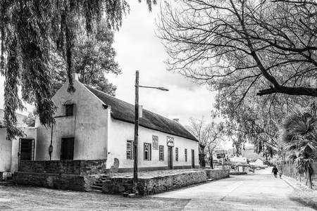 WUPPERTHAL, SOUTH AFRICA, AUGUST 27, 2018: The Moravian Mission Store in Wupperthal in the Cederberg Mountains of the Western Cape Province. People are visible. Monochrome Imagens - 121148838
