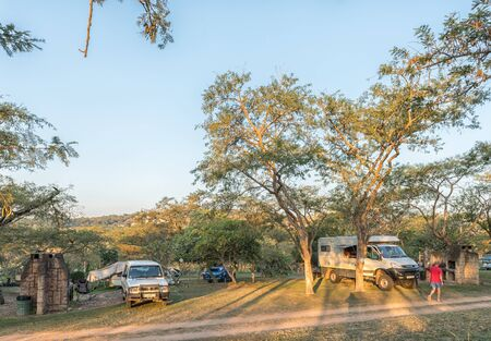 NELSPRUIT, SOUTH AFRICA - MAY 2, 2019: A motorhome, caravan and vehicles at the Lakeview Lodge and Caravan Park at Nelspruit in the Mpumalanga Province Redakční