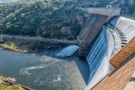 The damwall of the Blyderivierspoort Dam. The dam is overflowing Reklamní fotografie