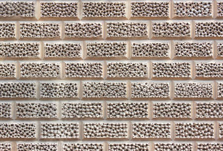 Mur de briques avec la texture inhabituelle compos�e de petits trous