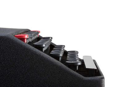 Vue de c�t� de clavier de machine � �crire avec un fond blanc et d�tourage. Beaucoup d'espace pour la copie.