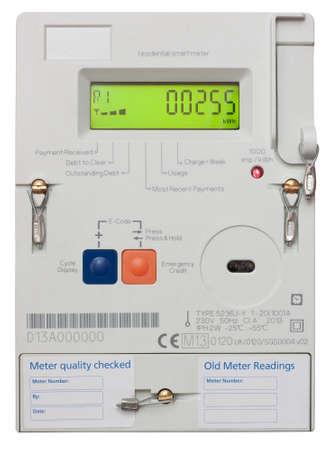 거주 용 스마트 전기 계량기 클리핑 패스와 함께 흰색에 격리 에디토리얼