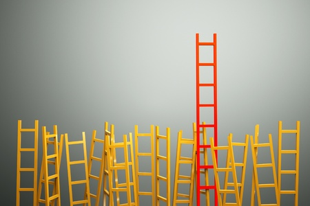 escaleras: un concepto de competencia, escaleras de mano sobre fondo gris