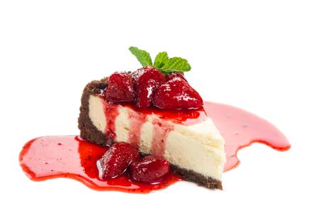 白地にイチゴのチーズケーキ 写真素材