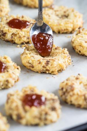 adn: Galletas con mermelada nueces adn Foto de archivo