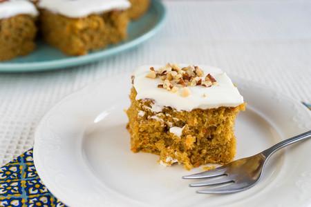Sweet carrot cake Imagens - 98682775