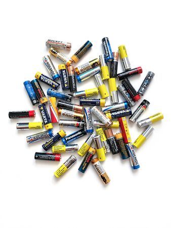 Moscow, Russia - April 19, 2019: Different brands of colorful batteries on white isolate background, Energy source for portable technology in AA size. View directly above 新聞圖片
