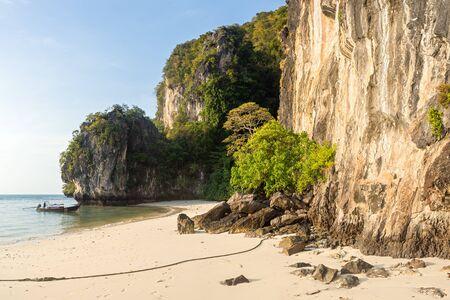 Empty beautiful tropical Pelay Beach with limestone cliffs on Koh Hong Island in Krabi in Thailand Banco de Imagens