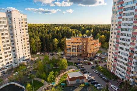 Russia, Moscow, Troitsk - May 15, 2020: Cityscape view from the high on yard in Mikroraion V street - district of town TINAO region in sunny day 版權商用圖片 - 148280625