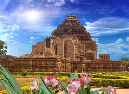 コナーラク、インド; 太陽の寺院のための一般的な計画後部からの眺め、 写真素材