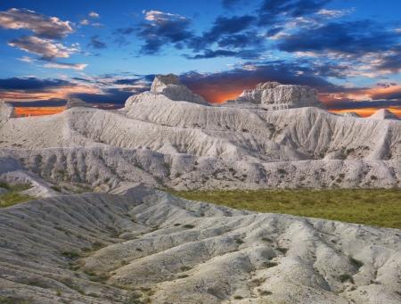 Ustyurt; の山の斜面を白いチョークカザフスタンのプラトー北東部
