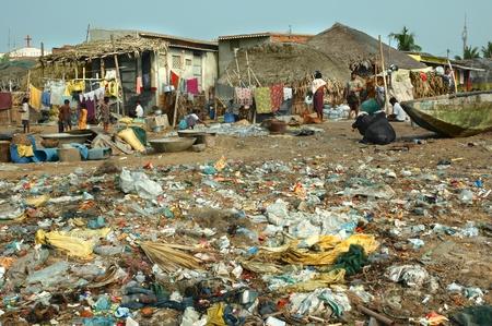 india fisherman: poor fishermen settlement on the ocean near the town of Puri, Orissa Editorial