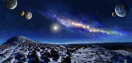 夜の宇宙の風景。天の川銀河と山の上の惑星