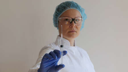 Female doctor holding a injection in hand Standard-Bild