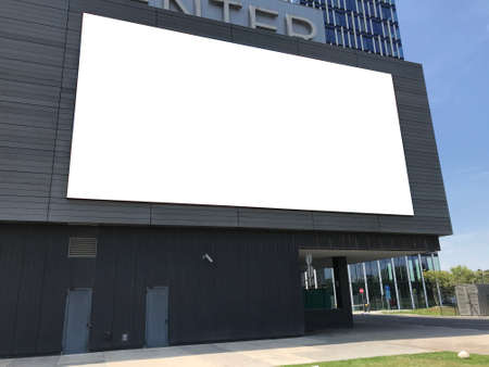Big blank billboard on the wall of shopping mall Banque d'images