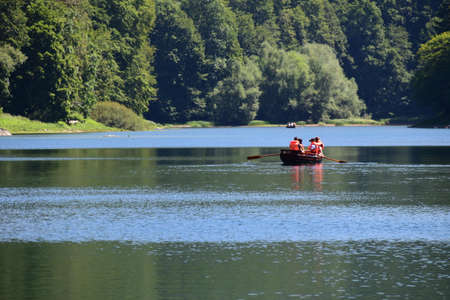 Family rowing on the lake. They are wearing life jackets for protection. Photo taken at Biogradska Gora, National Park. Banque d'images